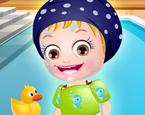 Hazel Bebek Yüzüyor